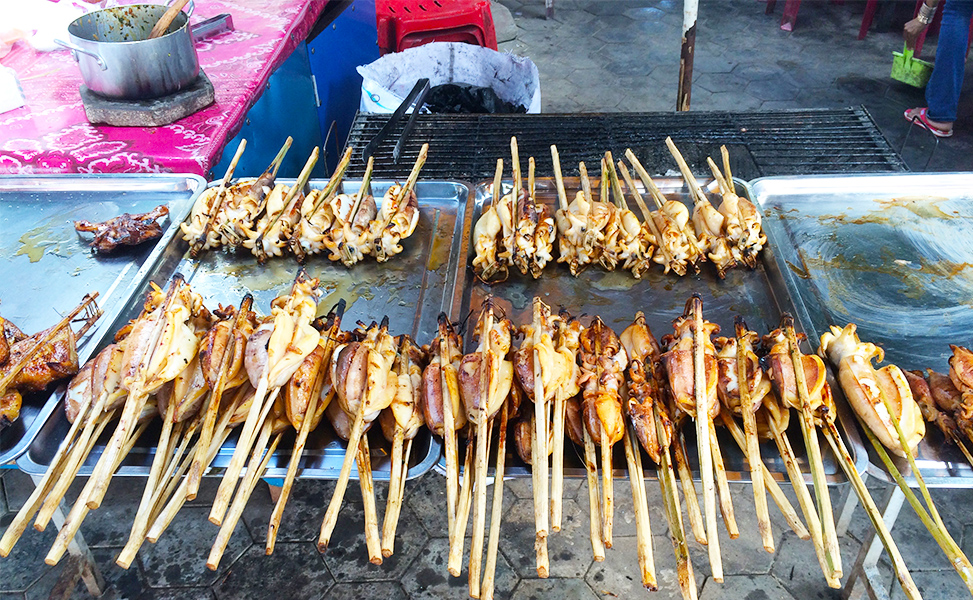 Grilled seafood at Kep Market