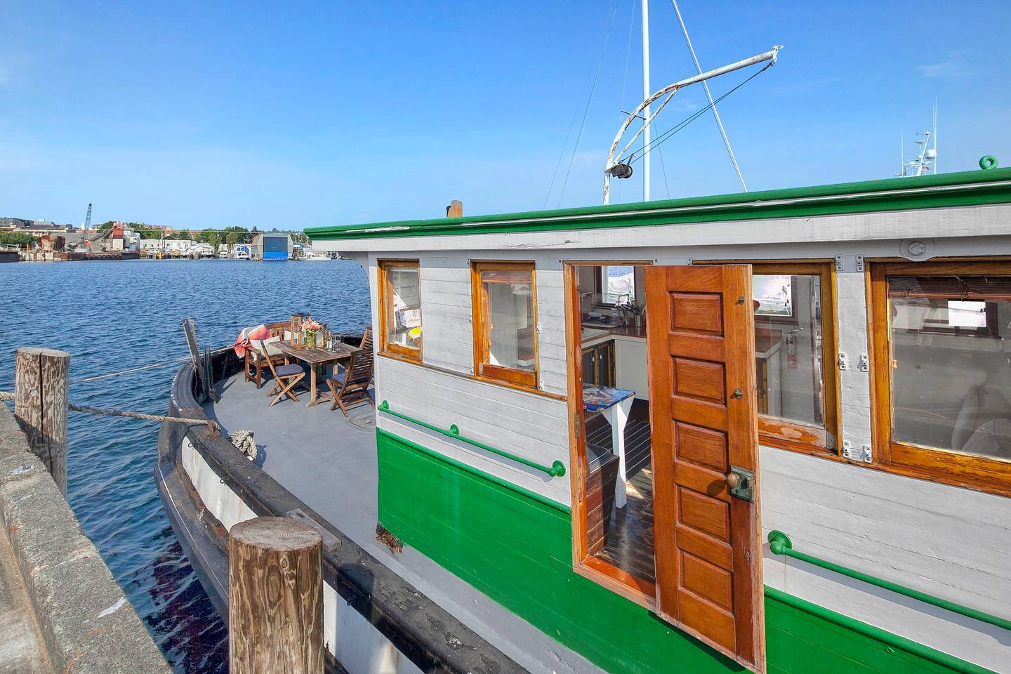 Seattle Tugboat House AirBnB