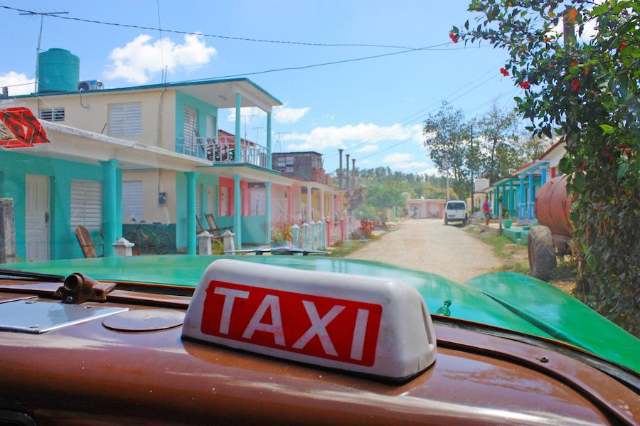 Taxi Viñales Cuba